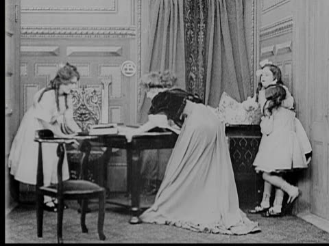 1909 b/w ws mother (marion leonard), older daughter (mary pickford), and two younger daughters (gladys egan and adele degarde)  barricading themselves in room / fort lee, new jersey, usa - 1900 1909 stock-videos und b-roll-filmmaterial