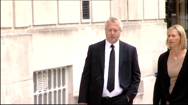 vídeos y material grabado en eventos de stock de father gives evidence england east sussex lewes crown court ext paul donnison arriving at court - east sussex