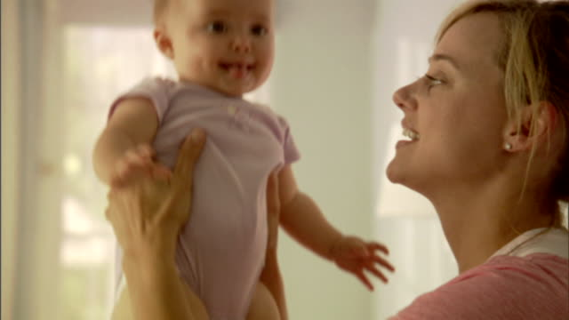 cu, mother playing with baby girl (6-9 months) - 6 11 monate stock-videos und b-roll-filmmaterial