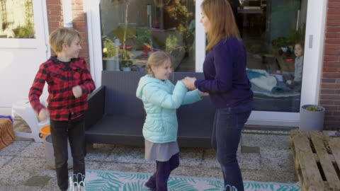 mother playing with children - 45 49 år bildbanksvideor och videomaterial från bakom kulisserna