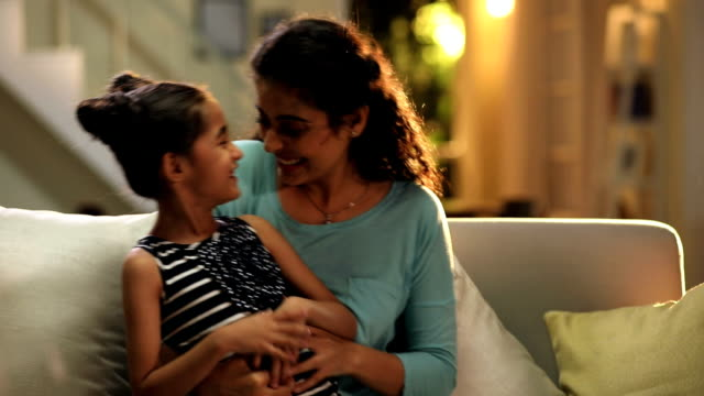 stockvideo's en b-roll-footage met mother playing with her daughter in the home, delhi, india - eskimokus geven