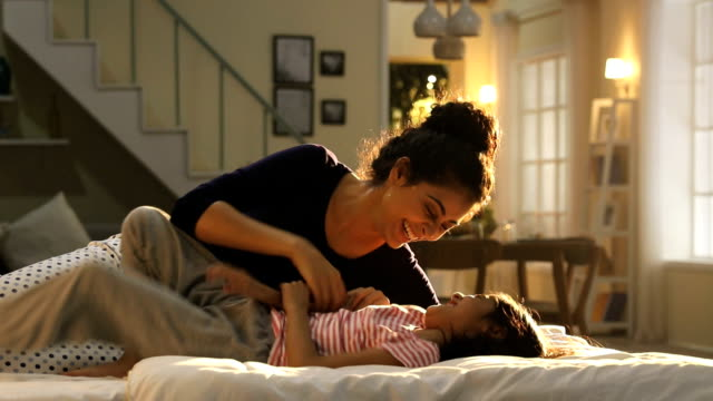 vidéos et rushes de mother playing with her daughter in the home, delhi, india - chatouiller