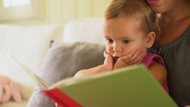 cu mother reading to her child. - familie mit einem kind stock-videos und b-roll-filmmaterial