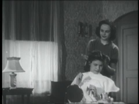 b/w 1951 mother setting teenage daughter's hair - 1951 bildbanksvideor och videomaterial från bakom kulisserna