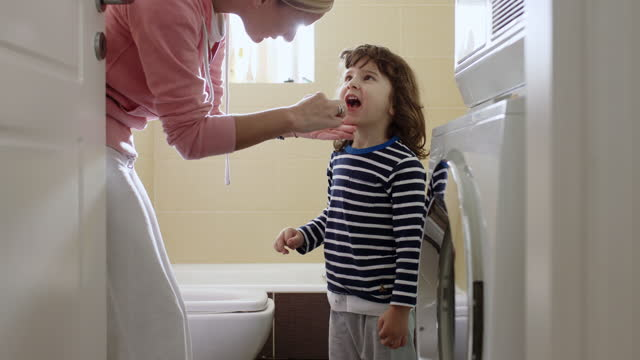 mother teach her three year old son how to brush his teeth - toothbrush stock videos & royalty-free footage