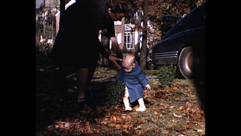 stockvideo's en b-roll-footage met 1940 - mother teaches baby how to walk - babymeisjes