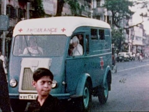 mother teresa in ambulance is driven through streets of calcutta oct 79 - westbengalen stock-videos und b-roll-filmmaterial