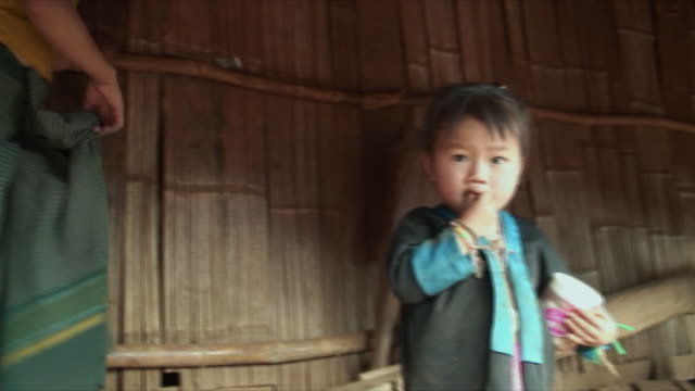 stockvideo's en b-roll-footage met ms pan mother with children in village, pak ou villages, laos - familie met drie kinderen