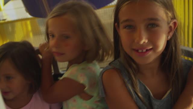 vídeos de stock, filmes e b-roll de ms mother with daughter (4-9) enjoying amusement park ride / rutland, vermont, usa - roda gigante