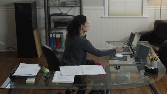 ms t/l mother with daughter (2-3) working at home / orem, utah, usa - orem bildbanksvideor och videomaterial från bakom kulisserna