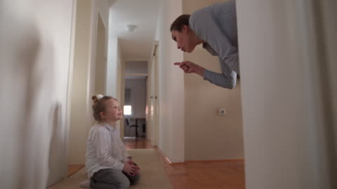 vídeos y material grabado en eventos de stock de madre gritando a hijo e hija - mischief