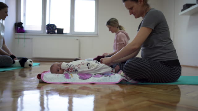 mothers and babies on exercise class - 12 23 months stock videos & royalty-free footage