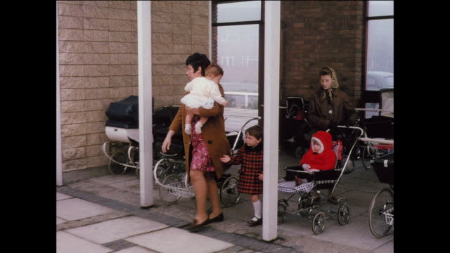 MONTAGE Mothers bring their children to a healthcare clinic / UK