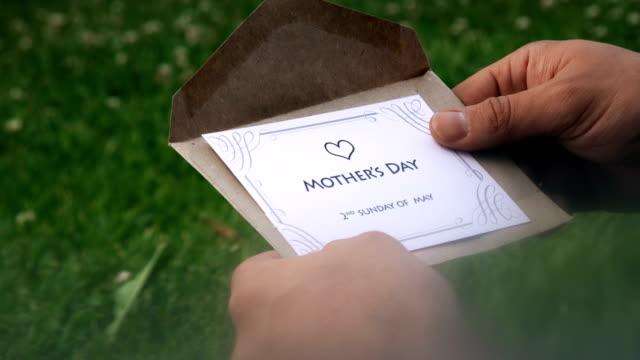 vídeos y material grabado en eventos de stock de carta del día de la madre (2o domingo de mayo) - enviar actividad