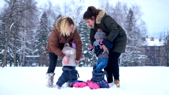 Mothers prepare daughters for snow
