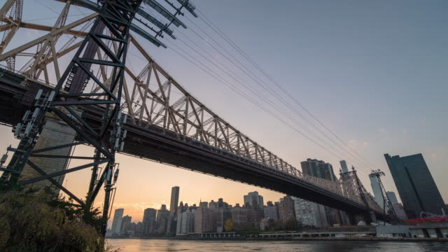 Motion controlled panning time lapse, Ed Koch Queensboro 59th Street Bridge. Roosevelt Island, Nyc Manhattan.