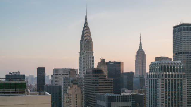 stockvideo's en b-roll-footage met motion controlled panning time lapse transition from day to night. unique view of midtown manhattan featuring the chrysler building, empire state building, and metlife. - metlife building