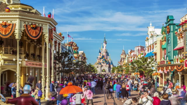 motion controlled timelapse footage of visitors in main street usa at the disneyland resort paris during halloween celebrations - festwagen stock-videos und b-roll-filmmaterial