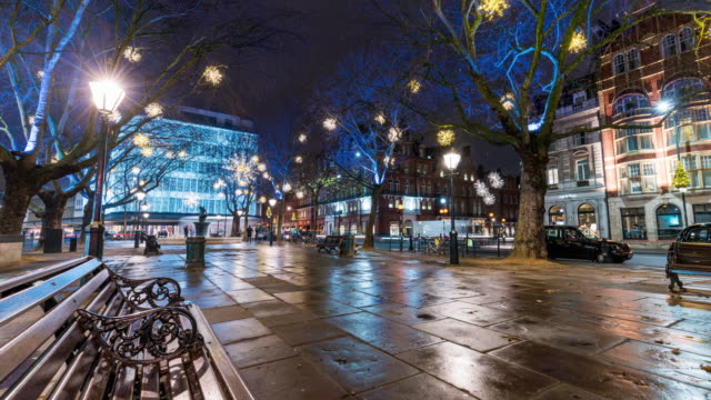 london: motion time lapse in sloane square with christmas decorations - kensington und chelsea stock-videos und b-roll-filmmaterial