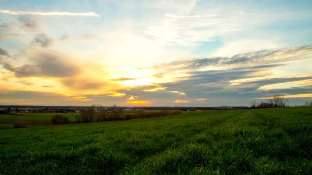 HD-Motion Zeitraffer: Landschaft bei Sonnenuntergang