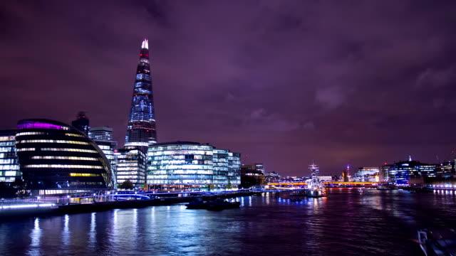 hd motion: municipio di londra di notte - greater london video stock e b–roll