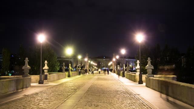 vídeos de stock e filmes b-roll de motion timelapse puente de toledo bridge at night. - arcaico
