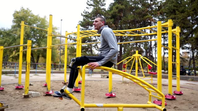 motivated amputee athlete doing sit-ups in a outdoors gym - alternative lifestyle stock videos & royalty-free footage