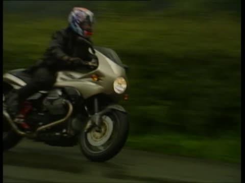 stockvideo's en b-roll-footage met motoguzzi v11 sport - zwart jak
