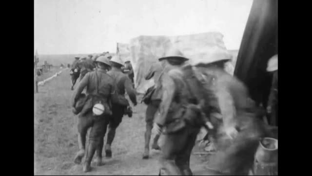motor machine gun section receives instructions and moves forward during the battle of arras. - maschinengewehr stock-videos und b-roll-filmmaterial
