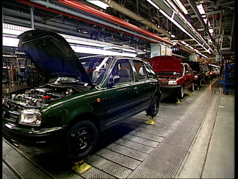 motor manufacturrers to be forced to pay to scrap cars; c14049201 england: birmingham: longbridge: gv rover cars along on production line - longbridge stock videos & royalty-free footage