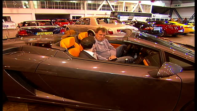 mph '06 motor show opens at earls court 2shot goodman sat in car with jeremy clarkson asking question jeremy clarkson interview sot richard hammond... - richard hammond stock videos & royalty-free footage