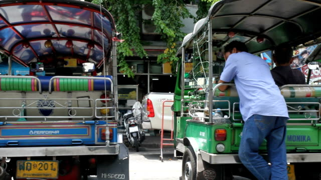 motor tricycle (tuktuk) - auto rickshaw stock videos & royalty-free footage