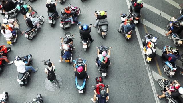バンコクでバイクのトラフィック - bangkok点の映像素材/bロール