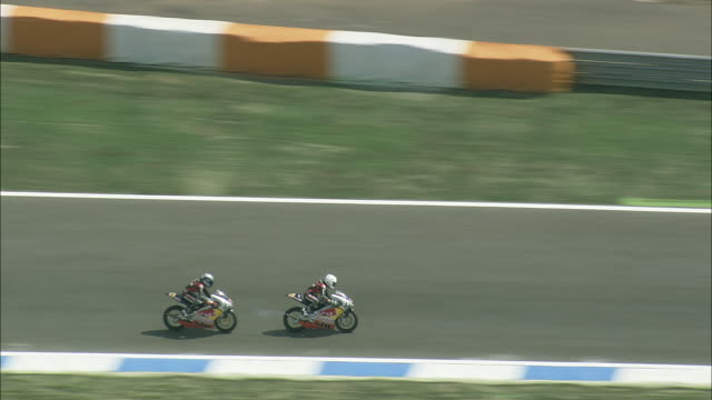 aerial ws ts motorbikes on estoril race circuit / setubal, portugal - エストリル点の映像素材/bロール