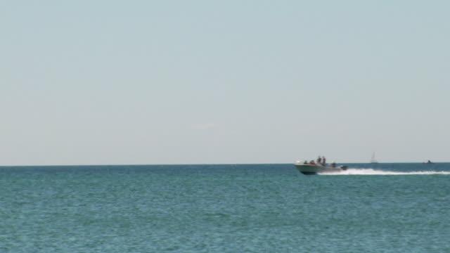 vídeos de stock, filmes e b-roll de ws, motorboat crossing ocean, north truro, massachusetts, usa - usa