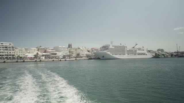motorboat departs from hamilton, bermuda island, cruise ship in backround - bermuda stock videos & royalty-free footage