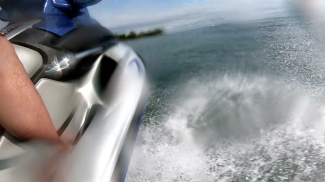 motorboat leaving toronto - barca a motore video stock e b–roll
