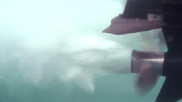 a motorboat propeller stops spinning. - propeller bildbanksvideor och videomaterial från bakom kulisserna