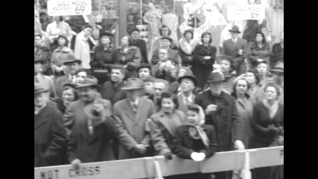mls motorcade carrying queen juliana and prince bernhard of the netherlands proceeds toward camera thru crowdlined street as secret service men and... - newsreel stock videos & royalty-free footage