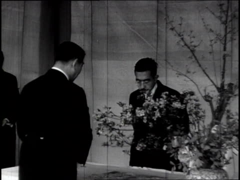 motorcade with emperor hirohito / hirohito at tent men handing him papers / photographers at tent press / emperor takes tour of showa plant on foot /... - 1946年点の映像素材/bロール