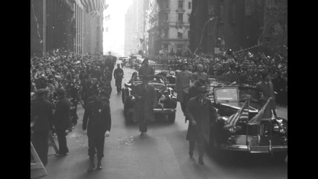 vs motorcade with president harry s truman waving from limo surrounded by walking secret service men and secret service men on running boards and... - fiorello la guardia stock videos & royalty-free footage