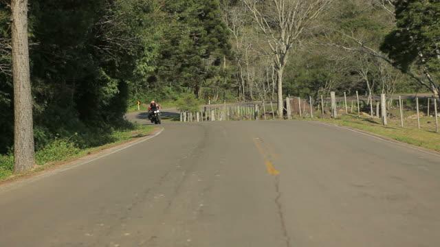 stockvideo's en b-roll-footage met motorcycle 03 - houten paal