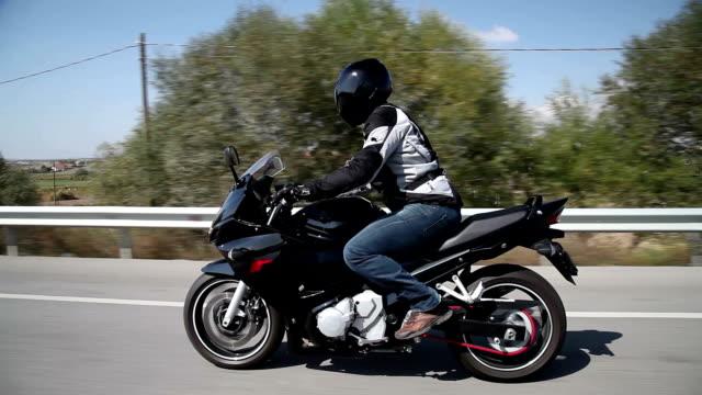 vídeos y material grabado en eventos de stock de motorcycle ride - casco herramientas profesionales