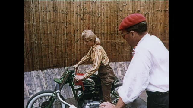 vídeos de stock, filmes e b-roll de montage motorcycle riders riding wall of death - stunt