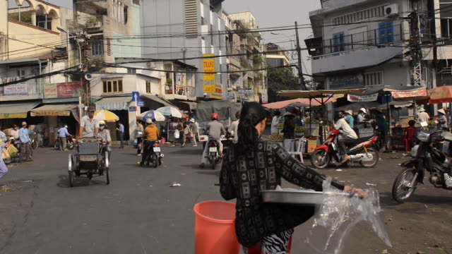 motorcycle traffic in ho chi minh city, vietnam - ホーチミン市点の映像素材/bロール