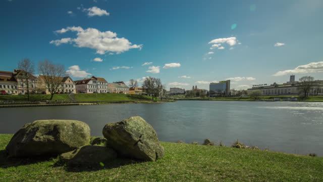 vídeos de stock, filmes e b-roll de motorized time lapse of the trinity hill in minsk with svisloch river, belarus. - bielorrússia