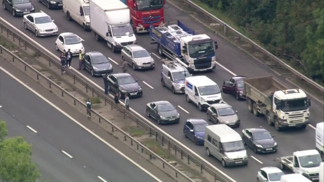 m1 motorway closed after suspicious obect found england buckinghamshire near milton keynes traffic halted by the police on the m1 motorway after a... - air traffic control点の映像素材/bロール