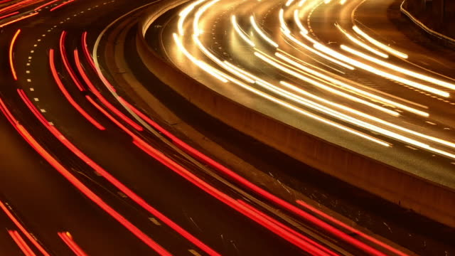 stockvideo's en b-roll-footage met m25 motorway rush hour traffic - lichtspoor lange sluitertijd