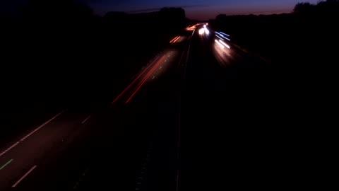vidéos et rushes de motorway timelapse - phare arrière de véhicule