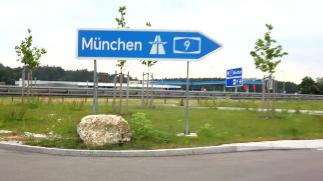 autobahn in münchen - fernverkehr stock-videos und b-roll-filmmaterial